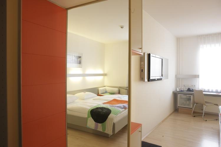 v relser berliner hof. Black Bedroom Furniture Sets. Home Design Ideas