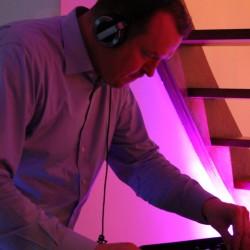 DJ Tower legte eine sehr tanzbare Mischung auf.