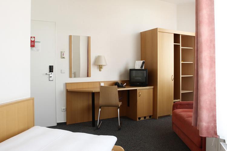 bernachtungen im komfortzimmer in angenehmer atmosph re. Black Bedroom Furniture Sets. Home Design Ideas
